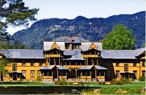 2000: Den høyeste utmerkelsen, sølvmedaljen, ble gitt for arbeidet med bevaring og restaurering av det unike hotellet, Dalen Hotell i Telemark.
