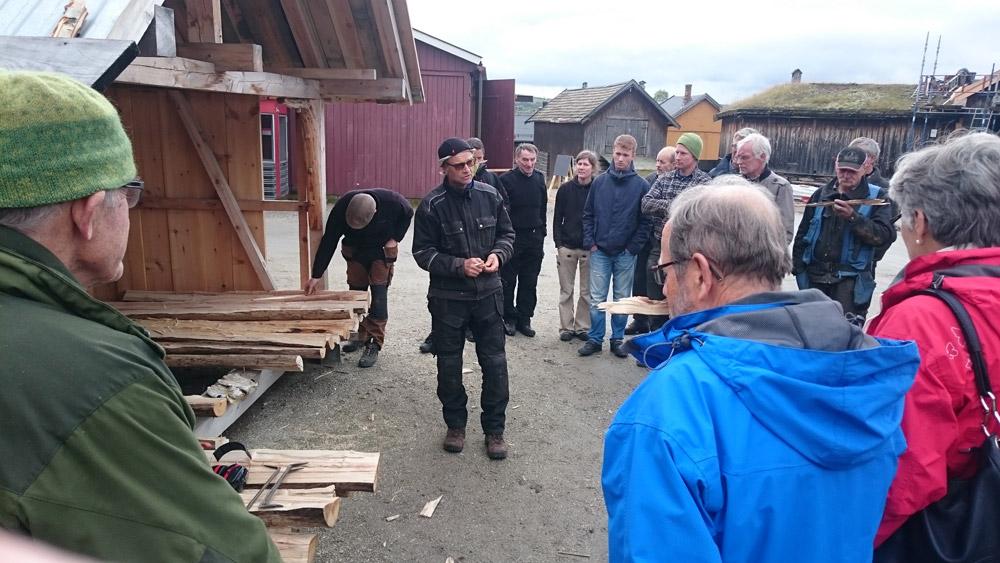 Arild Bjarkø demonstrerer trekonstruksjoner på workshopen. Foto: Rørosmuseet.